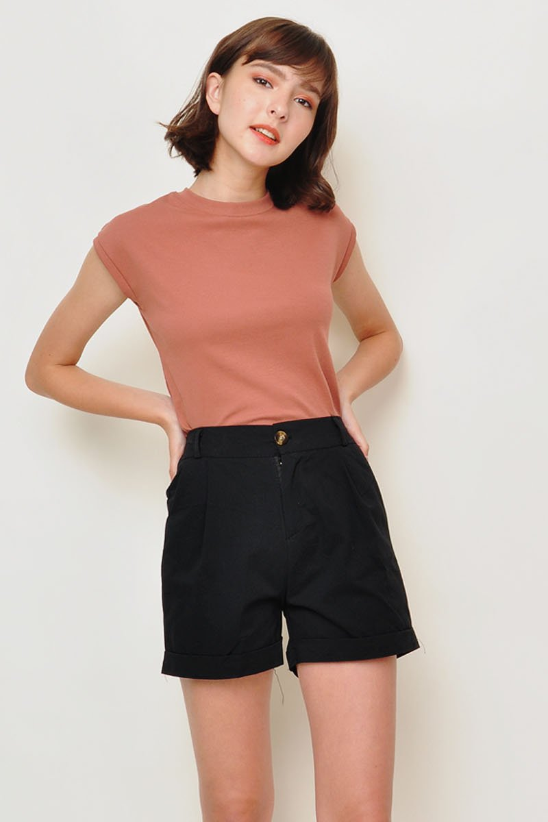 Laurie Pleated Cuffed Shorts Black