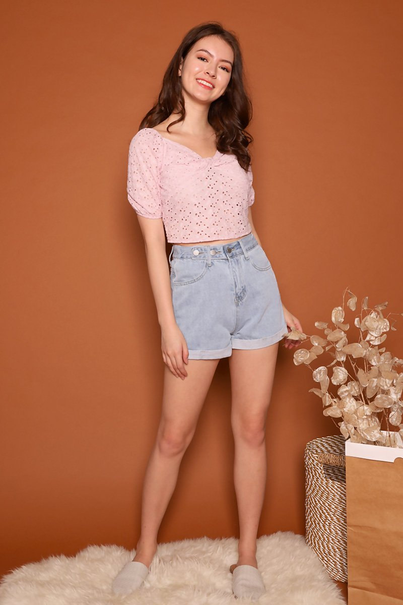 Kaylin Tri-Button Denim Shorts Lightwashed