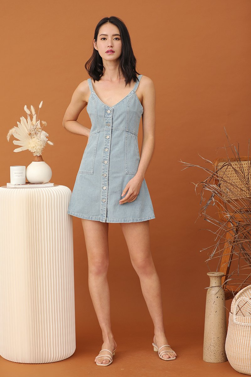 Hani Buttoned Denim Dress Light Wash