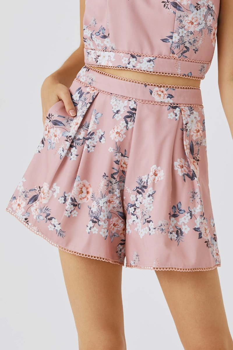 Amoura Flare Shorts Blush